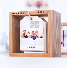 DIY photo calendar in a wooden frame: little picture, change! Kids Calendar, Photo Calendar, Diy Photo, Craft Gifts, Diy Gifts, Photo Deco, Diy Bebe, Crafts With Pictures, Small Gifts