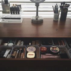 Trendy Small Makeup Storage Life Hacks Ideas - Education and lifestyle Organisation Hacks, Organizing Hacks, Organising, Makeup Storage Organization, Storage Hacks, Diy Storage, Bedroom Organization, Storage Solutions, Storage Design