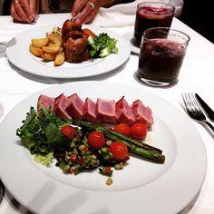 Homenaje culinario de #Cumpleaños Qué me gusta comer biennnnn!! #39 #food #mom #summer #hot #tinto #tataki #cordero #lamb #tuna #wine #birthday #22 #julio #brindis #feliz #igers #happy #yoyeuse by raquelpearljam