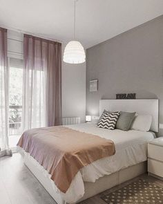 Modern farmhouse design integrates the standard with the brand-new makes any kind of area very cozy. Discover finest rustic farmhouse bedroom design ideas as well as design tips. See the best designs! Dream Rooms, Dream Bedroom, Home Bedroom, Bedroom Decor, Bedroom Ideas, Bedroom Themes, Bedroom Designs, Bedroom Curtains, Ceiling Curtains