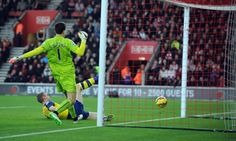 ARSENAL GOALKEEPER WOJCIECH SZCZESNY MAKES A MISTAKE FOR SOUTHAMPTON OPENING GOAL OF THE GAME SOUTHAMPTON V ARSENAL SOUTHAMPTON V ARSENAL, BARCLAYS PREMIER LEAGUE ST MARY'S STADIUM, SOUTHAMPTON, ENGLAND 01 January 2015 GAV86498   BARCLAYS PREMIER LEAGUE 01/01/2015      WARNING! This Photograph May Only Be Used For Newspaper And/Or Magazine Editorial Purposes. May Not Be Used For Publications Involving 1 player, 1 Club Or 1 Competition  Without Written Authorisation From Football DataCo Ltd…