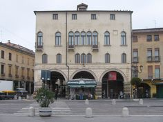 See 1111 photos and 72 tips from 6011 visitors to Prato della Valle. 18th, Beautiful Places, Padova, Street View, Mansions, House Styles, Portion Plate, Museums, Italia