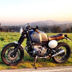 Saw this perfect #BMW #R100 #Scrambler on a blog and had to share. The colours are soooo classy.