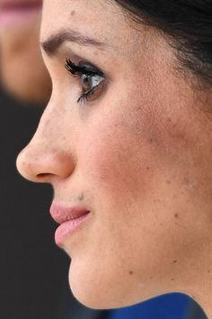 Meghan Markle up close Meghan Markle Nose Job, Meghan Markle Stil, Prince Harry And Megan, Harry And Meghan, Bad Makeup, Makeup Looks, Penelope Cruz, Princess Meghan, Royal Weddings