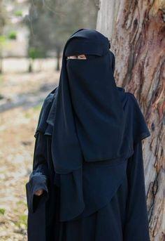 Hijabi Girl, Girl Hijab, Niqab Fashion, Islam Women, Arab Girls Hijab, Hijab Niqab, Cute Eyes, Cute Outfits, Elegant