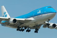 With the KLM Airbus delivery delayed by a year in recent days we received an update on the retirement of the iconic 747 with KLM. Commercial Plane, Commercial Aircraft, 747 Airplane, Boeing 747 400, Jumbo Jet, Military Photos, Air France, Jet Plane, Retirement Planning