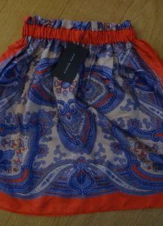 À vendre sur #vintedfrance ! http://www.vinted.fr/mode-femmes/jupes-patineuses/25789217-jupe-foulard-zara-en-soie-motif-cachemire-rouge-violet-neuve