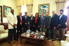 Armario de Noticias: Vicepresidenta recibe exaltados al Salón de la Fam...