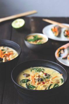 Rezept Tom Kha Tofu – Thailändische Kokossuppe, vegetarisch, vegan – veggie & f … - Suppe Rezepte Healthy Thai Recipes, Asian Recipes, Vegan Vegetarian, Vegetarian Recipes, Vegan Soups, Thai Coconut Soup, Thai Soup, Mozarella, Clean Eating