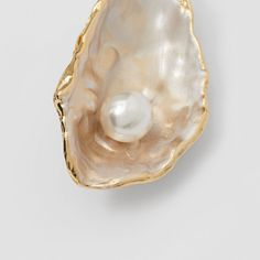 Resin Pearl Detail Gold-plated Oyster Brooch in Light Gold/pearl - Women Burberry United States , Cream Aesthetic, Gold Aesthetic, Interiores Shabby Chic, Aphrodite Aesthetic, Shell Crafts, Gold Pearl, Homescreen, Wall Collage, Aesthetic Pictures