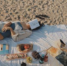 Beach reading with a picnic Summer Vibes, Summer Feeling, Good Vibe, Summer Dream, Spring Summer, Summer Aesthetic, Travel Aesthetic, Teenage Dream, Dream Life