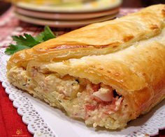 Sfogliata ricotta e prosciutto semplice e veloce. Un'dea veloce per un secondo piatto sostanzioso, la pasta sfoglia è una compagna molto versatile in cucina.