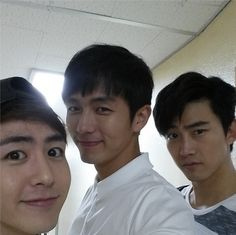 Seulong took a picture with Nichkhun and Taecyeon, showing an unchanged friendship. Seulong took a picture with Nichkhun and Taecyeon, showing an unchanged friendship. Ok Taecyeon, Three Friends, Pop Fashion, Pop Group, Seoul, Sexy Men, Take That, Handsome, Entertaining