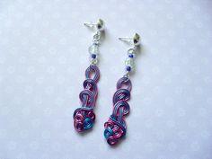 344 - Boucles d'oreilles fil d'aluminium, rose, bleu, perle craquelée transparente - idée cadeau : Boucles d'oreille par tout-en-boucles