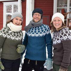 Neulo Strömsö-villapaita – Lee on suunnitellut uuden mallin, jonka innoituksena ovat olleet Strömsön kuistin puuleikkaukset   Askartelu ja käsityöt   Strömsö   yle.fi Sweater Design, Drops Design, Pullover, Handicraft, Mittens, Free Pattern, Knit Crochet, Knitting Patterns, Winter Hats