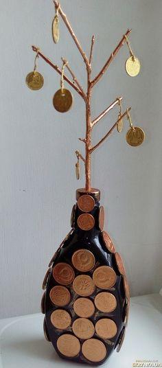 Денежное дерево растущее из бутылки
