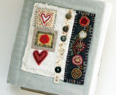 Original pinner sez: Fabric covers: I'd probably put these on completed journals, since I handle mine to pieces during active use :-) Handmade Journals, Handmade Books, Fabric Book Covers, Fabric Journals, Art Journals, Stitch Book, Textiles, Art Textile, Journal Covers
