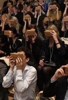 Op 5 november lanceerde de New York Times haar eerste virtual reality film 'The Displaced' tijdens een gezamenlijke streaming. Enkele dagen later kregen meer dan een miljoen abonnees een Google Cardboard setje toegezonden.