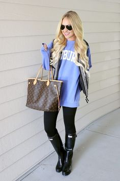 Easy Thanksgiving Outfit Ideas - Cort In Session Thanksgiving Outfit, Autumn Fashion Casual, Casual Fall, Hunter Boots Outfit, Rainboots Hunter, Rainy Day Outfit For Work, Casual Outfits, Cute Outfits, Boot Outfits
