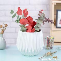 Jarrón estriado de cerámica de color blanco #white #ceramic #vase #mrwonderfulshop