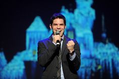 """But it was Jeremy Jordan who stole the show, even throwing some serious shade at Frozen star Jonathan Groff. 