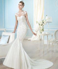 Vends superbe robe de mariée blanche, coupe sirène, moulante, taille 36-38. Le modèle s'appelle Halewyn et vient de la collection 2014 San Patrick by Pronovias(par rapport aux photos, la traîne a été raccourcie de moitié). Cette robe est dans un état vrai