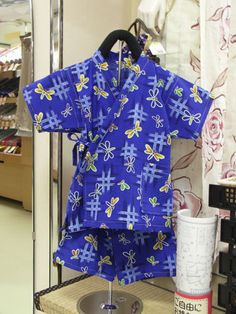 free japanese pattern for a kimono style shirt and shorts Kimono Pattern Free, Motif Kimono, Pajama Pattern, Free Pattern, Sewing Patterns For Kids, Sewing For Kids, Clothing Patterns, Japanese Clothing, Japanese Outfits