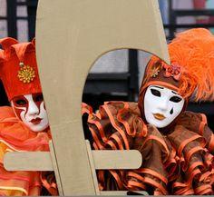 They wore strange costumes and masks for the festival.    彼らはお祭りのために変な衣装とお面を身につけた。
