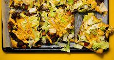 1 pkt Chef Select pizzataikina + pizzakastike; 400 g Reilu Naudan jauhelihaa; 1 tl ChanteSel suola; ripaus Kania mustapippuria; 0.5 dl Kania ketsuppia; 2 kpl tomaattia; 0.5 kpl sipuli renkaina; 8 kpl Baresa herkkukurkkusiivuja; 0.5 kpl amerikansalaatti; 9 kpl Milbona cheddarjuustoviipaleita; 1.5 dl McEnnedy hampurilaiskastiketta