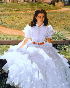 Vivien Leigh in Scarlett O'Hara's white ruffle dress by Walter Plunkett Scarlett O'hara, Vivien Leigh, Divas, Movie Costumes, Cool Costumes, White Ruffle Dress, Lace Dress, Hoop Skirt, Carole Lombard