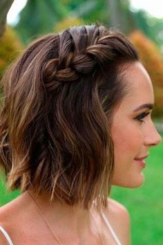 Short wedding hairstyle idea. Braid hairstyle for short hair. #weddinghairstyles