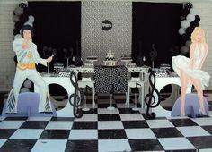 A decoração anos 60 para festas é um dos tipos preferidos e mais usados quando se trata de festa temática. Não podemos negar que com essa decoração conseguimos montar um espaço bem diferente para o ambiente da festa, por isso que esse tema está sempre entre os mais usados. Hoje veremos mais detalhes sobre essa […]