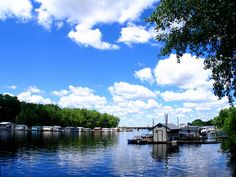 Houseboats On The Mississippi River | La Crosse WI | #WIGreatRiverRd WISCONSIN Great River Road