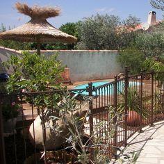 Clôture fer forgé pour piscine Art et Forge, la sécurité en toute beauté Deco, Pergola, Outdoor Structures, Claire, Art, Gardens, Yard, Pools, Art Background
