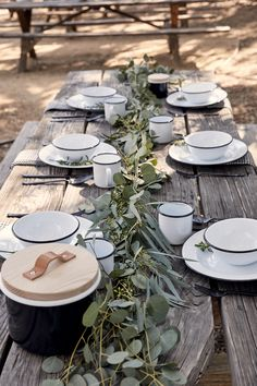 Outdoor Entertaining Essentials: Crow Canyon Home Tableware – Rip & Tan The Beach People, Enamel Dishes, Traditional Wedding Decor, Living At Home, Dinnerware Sets, Deco Table, Outdoor Entertaining, Outdoor Cooking, Outdoor Dining