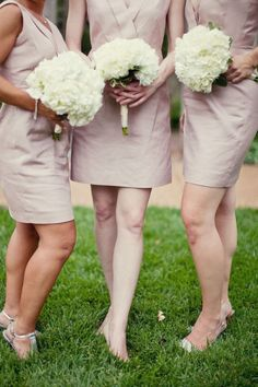 hydrangea bouquets for the bridesmaids