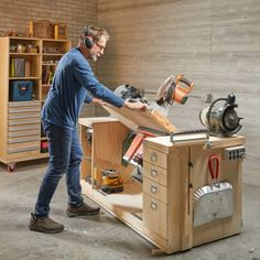 A space-saving workshop on wheels! A space-saving workshop on wheels! A space-saving workshop on wheels!