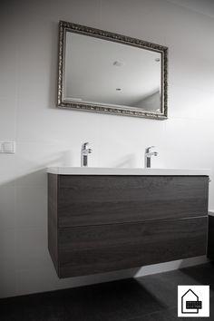 Een badkamermeubel speelt een belangrijke rol in de badkamer. Het voordeel van een badkamermeubel is dat deze is voorzien van veel bergruimte.