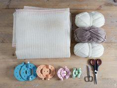 DIY tutorial: Wollig pompon-tapijt zelf maken via DaWanda.com