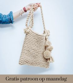 Risultati immagini per modele sac en tricot facile Crochet Handbags, Crochet Purses, Over The Shoulder Bags, Art Bag, Macrame Bag, Yarn Projects, Knitted Bags, Handmade Bags, Lana