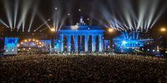 ベルリンの壁崩壊から25年 街が赤く、そして青く染まった日 - HuffPost