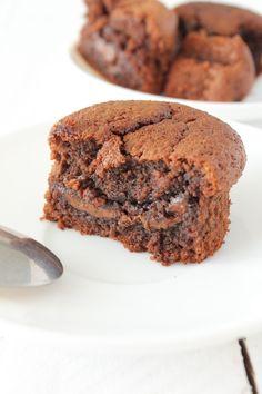 Vous vous souvenez de ma Tarte Amandine Pommes & Chocolat ? Et bien, depuis que je l'ai faite, je n'avais qu'une idée en tête : utiliser la base de la crème amandine au chocolat pour en faire un moelleux. La texture était tellement top que je me suis...