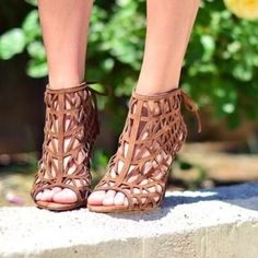 ZARA - Tan Brown Caged Heels Gorgeous, never worn caged heels that lace up in the back. Pair it with boyfriend jeans or a dress with this neutral any occasion heel! Still has the tags on them and even comes with replacement heel bottoms! Zara Shoes Heels