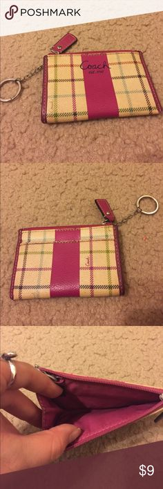 Coach Card Wallet I️ loves this thing! It kept me from having to carry a purse everywhere I️ went! Great for someone who just wants the essentials! Coach Bags Wallets