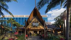 Tangaroa Terrace Heropent in het Disneyland Hotel met Tropical New Eats, Dole Whip en Fast Casual Restaurant, Casual Restaurants, Disney Vacation Planning, Disney Vacations, Tiki Bar Stools, Be Our Guest Disney, All Disney Parks, Disney Food, Hotel Meeting