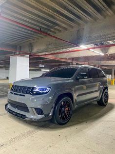 Jeep Cars, Us Cars, Sport Cars, Best Suv Cars, Best Luxury Cars, Jeep Grand Cherokee Srt, Lifted Jeep Cherokee, My Dream Car, Dream Cars