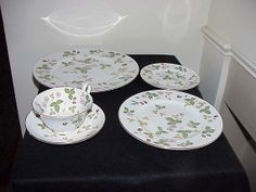 Wedgwood Wild Strawberry R4406 5 Piece Place by thebestofthepast, $74.99