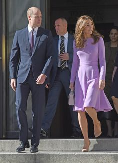 Prince William, Duke of Cambridge and Catherine, Duchess of Cambridge leave the Global Ministerial Mental Health Summit at London County Hall on October 2018 in London, England. Get premium, high resolution news photos at Getty Images Kate Middleton Hair, Kate Middleton Photos, Lavender Dresses, Lilac Dress, Duke And Duchess, Duchess Of Cambridge, Aspinal Of London, Princesa Diana, Prince William And Kate
