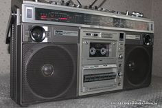 """Магнитола Hitachi TRK-8190E. Один из самых удачных аппаратов """"золотой"""" серии от Hitachi. Великолепный дизайн. Hifi Audio, My Childhood Memories, Boombox, Vintage, Design, Warriors, Objects, Vintage Comics"""