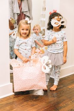 Party guests at our party in a box event! 1st Birthday Balloons, Birthday Themes For Boys, First Birthday Decorations, Birthday Cards For Friends, Unicorn Birthday Parties, First Birthday Party Supplies, Baby Girl First Birthday, First Birthday Invitations, First Birthday Parties